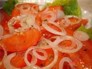 Отличный салат из свежих помидоров